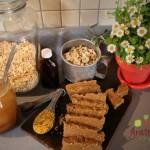 Cashews, oats, cinnamon, bee pollen... ENERGY BARS!